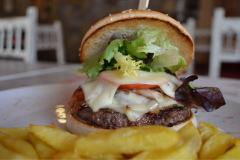 Restaurante-La-Pubilla-Esplugues-De-Llobregat-Hamburguesa-Completa1